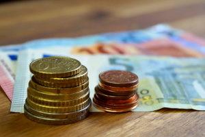 Das Verwarngeld für PKW-Fahrer kann maximal 55 Euro betragen. Bei höheren Summen spricht man von einem Bußgeld.