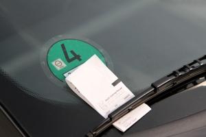 Das Bußgeld für falschen Parken und Halten beginnt bei 10 €.