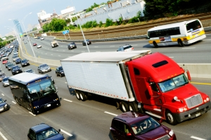 Rechts Überholen auf der Autobahn ist nur unter bestimmten Umständen erlaubt.