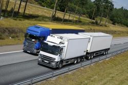 Was müssen LKW beim Überholen beachten?