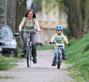 Die Fahrrad-Geschwindigkeit muss auf dem Radweg angepasst werden
