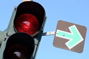 Grüner Pfeil: An roten Ampeln dürfen Autofahrer hier rechts abbiegen.