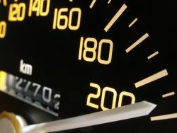 Wiederholungstäter: Eine erneute Geschwindigkeitsüberschreitung von 26 km/h und mehr kann zum Fahrverbot führen.