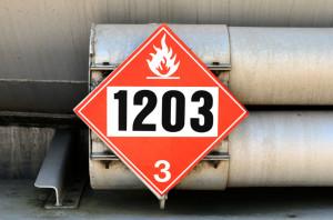 Gefährliche Güter werden durch Gefahrgutzeichen bzw. –tafeln gekennzeichnet.