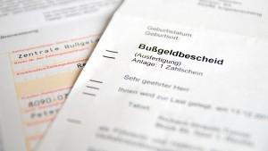 Bußgeldbescheid und Punkte in Flensburg kassiert? Seit der Punktereform läuft die Frist nun für jede Eintragung im Register einzeln.