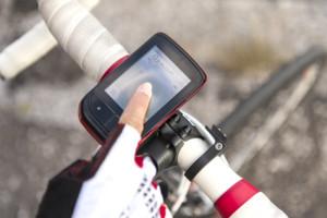 Ein Handy auf dem Fahrrad kann auch als Navigationsgerät dienen.