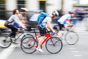 Links abbiegen mit dem Fahrrad kann direkt oder indirekt geschehen.