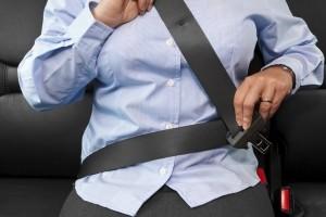 Bußgeld: Wer nicht angeschnallt Auto fährt, muss mit Strafen rechnen.