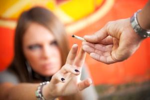 Bei einem Drogentest werden Substanzen wie THC im Urin nachgewiesen.