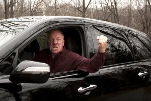 Eine Beleidigung im Straßenverkehr kann sehr teuer werden.