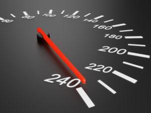 Unfälle mit Traktoren resultieren oft aus einer Geschwindigkeitsüberschreitung anderer Fahrzeuge.