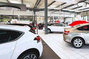 Auch beim Händler können Sie von Ihrem Auto den Restwert berechnen lassen.