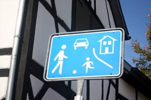 Straßenschilder: Die Erklärung jedes Schildes ist unterschiedlich.