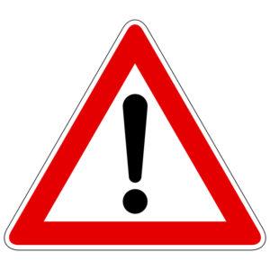 Dieses Verkehrszeichen weist auf eine Gefahr hin und zählt somit zu den Gefahrzeichen.