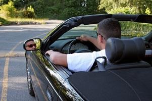 Fahren ohne Fahrerlaubnis ist eine Straftat und kann mit einer Freiheitsstrafe belegt werden.