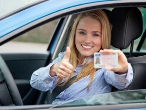 Wenn Sie die Prüfung bestanden haben, bekommen Sie den Führerschein und die Probezeit beginnt.
