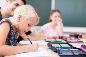 Das Bußgeld durch die Schule droht bei Missachtung der Schulpflicht.