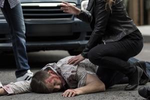 Verlassen Sie den Unfallort um Erste Hilfe zu leisten, müssen Sie wegen Fahrerflucht meist keine Folgen befürchten.